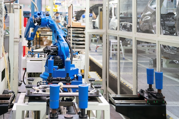 Automatische roboterglasversiegelung in der smart manufacturing factory 4.0 Premium Fotos
