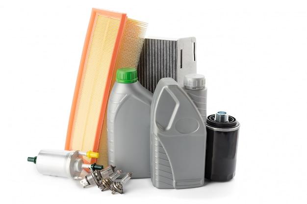 Autoölfilter und motoröl können lokalisiert auf weiß Premium Fotos