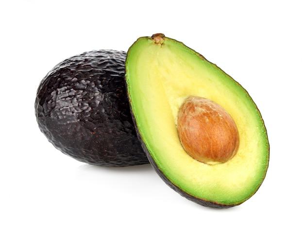 Avocado getrennt auf weiß Premium Fotos
