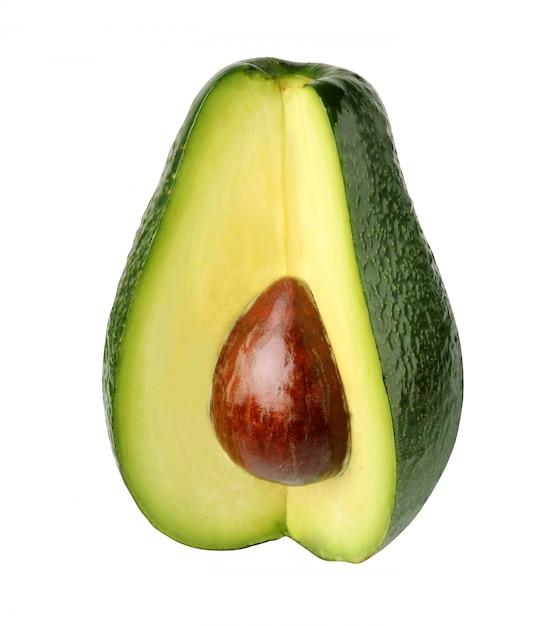 Avocados getrennt auf weißem hintergrund Premium Fotos