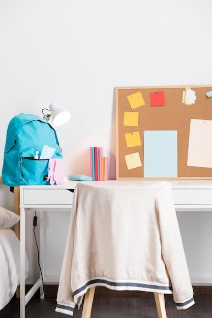 Back to school arrangement in neuen normalen zeiten Kostenlose Fotos