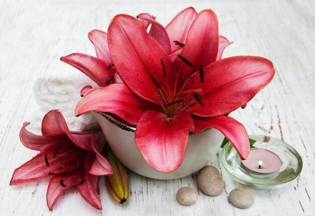 Badekurortprodukte mit lilienblumen Premium Fotos