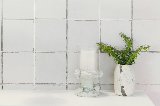 Badezimmer toilette oder toilette naturdekoration mit keramikfliesen Premium Fotos