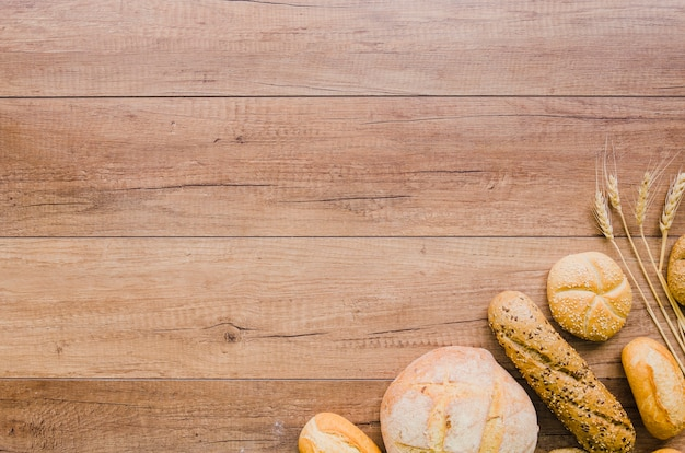 Bäckereistillleben mit handgemachtem brot Kostenlose Fotos