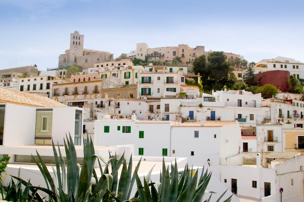 Balearic inseldorf dalt vila im stadtzentrum von ibiza Premium Fotos