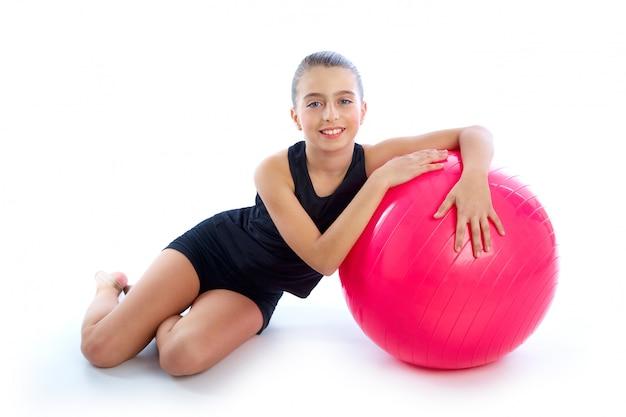 Ball-kindermädchen-übungstraining der eignung fitball schweizer Premium Fotos