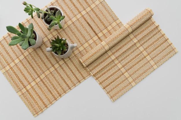 Bambus Tischlaufer Mit Pflanzen Download Der Kostenlosen Fotos