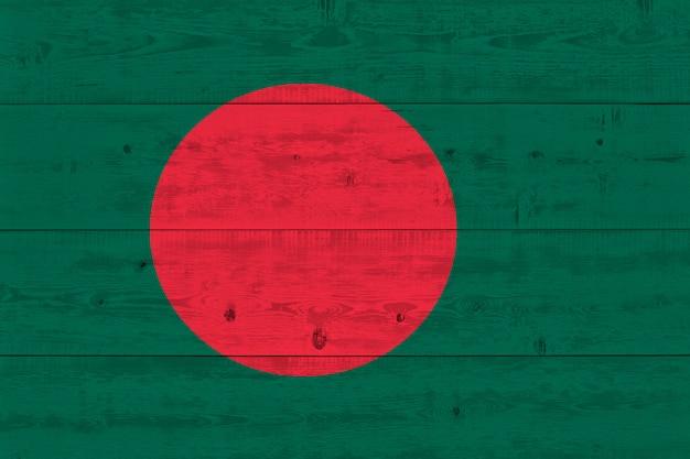 Bangladesch flagge gemalt auf alten holzplanke Premium Fotos
