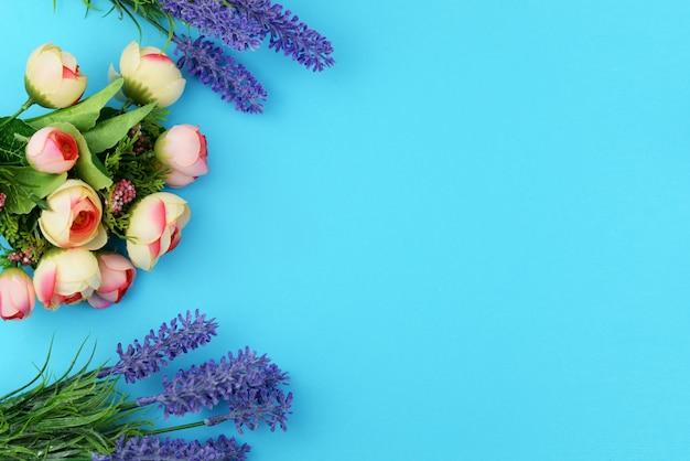 Banner einen blumenstrauß mit rosenblüten Premium Fotos