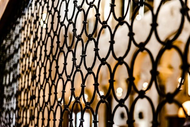 Bars des innenraums einer kathedrale Premium Fotos