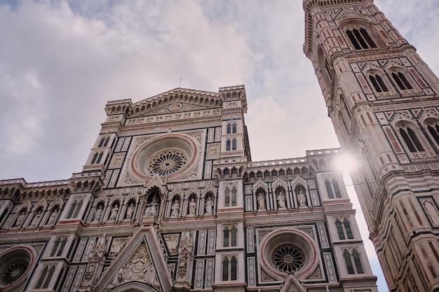 Basilika von santa maria del fiore basilika von saint mary der blume in florenz, italien Premium Fotos