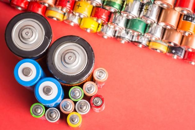 Batterien verschiedener typen und größen Premium Fotos