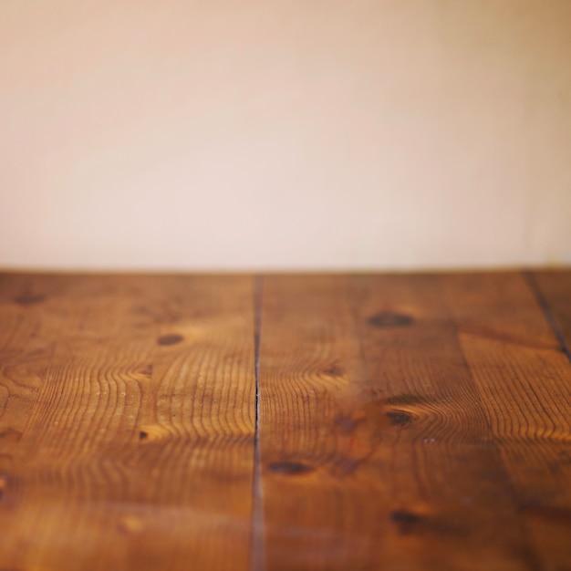 Bauholzplanken nahe beige Wand Kostenlose Fotos