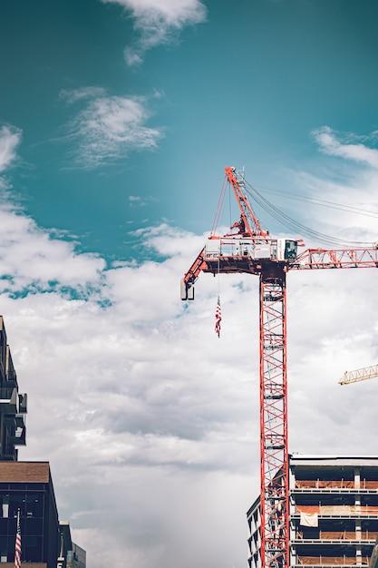 Baustelle geschieht auf der straße der innenstadt. Premium Fotos