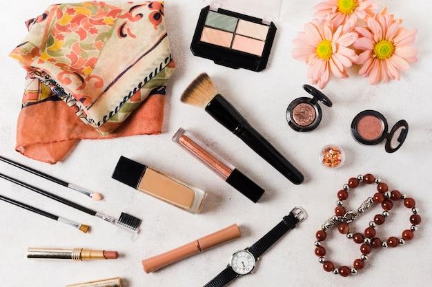 Beauty-produkte auf heller oberfläche Kostenlose Fotos