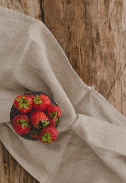 Beeren auf dem tisch Kostenlose Fotos