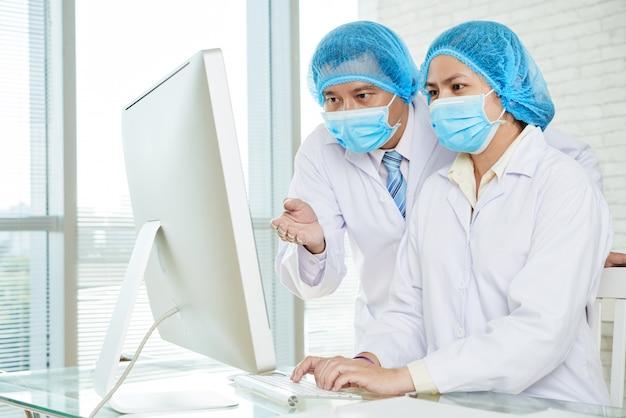 Behandlungsmethoden mit kollegen besprechen Kostenlose Fotos