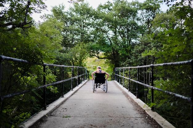 Behindertensportler im rollstuhl Premium Fotos