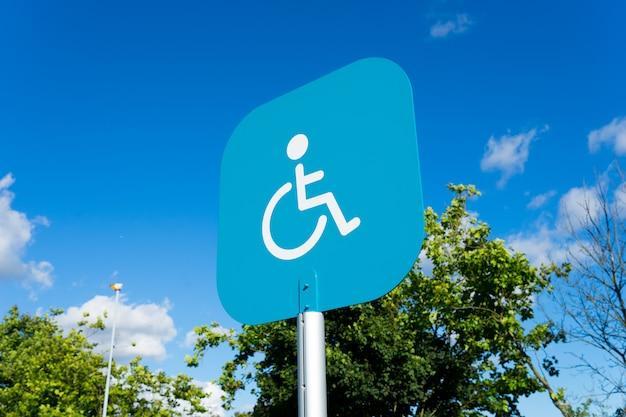 Behindertes zeichen des handikaps für das parken Premium Fotos