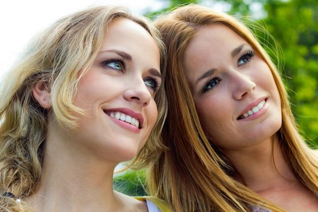 Belleza retrato alegria pareja sonrisa Kostenlose Fotos