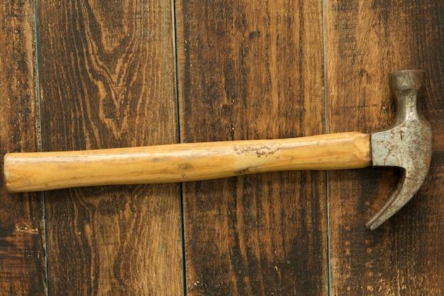 Benutzter und rostiger hammer Premium Fotos