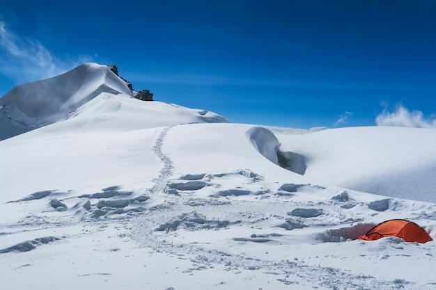 Berelskoe sedlo bergsteigerlager Premium Fotos