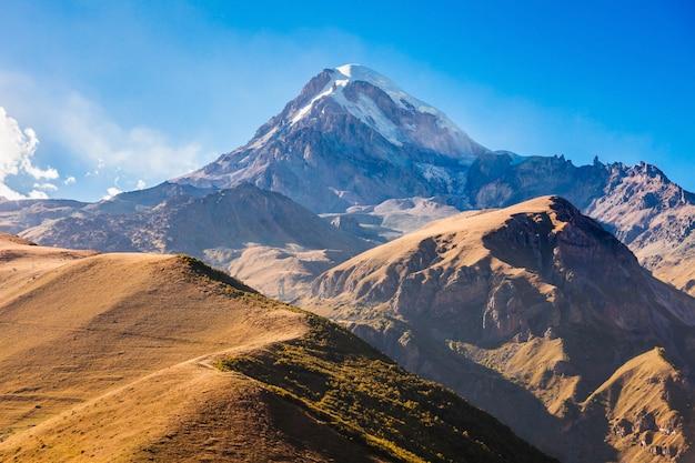 Berg kasbek, georgien Premium Fotos