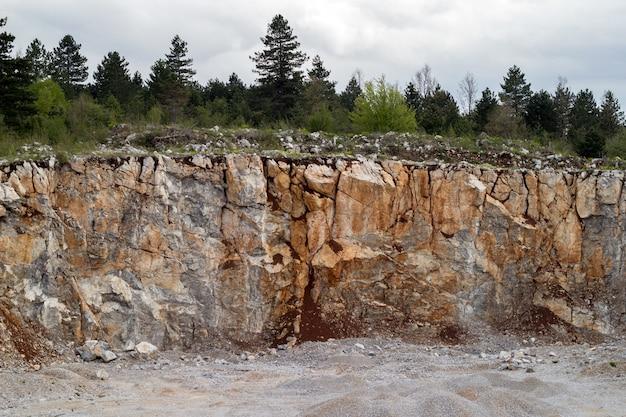 Berg vom stein im steinbruch, bergbau Premium Fotos