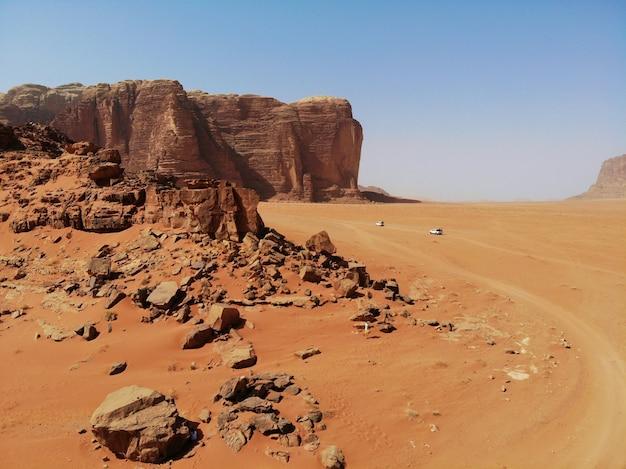 Berge der wüste wadi rum. sicht von oben. königreich jordanien Premium Fotos