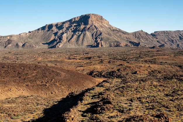 Berglandschaft mit klarem himmel Kostenlose Fotos