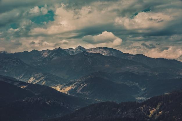 Berglandschaft, ungesetzt Premium Fotos