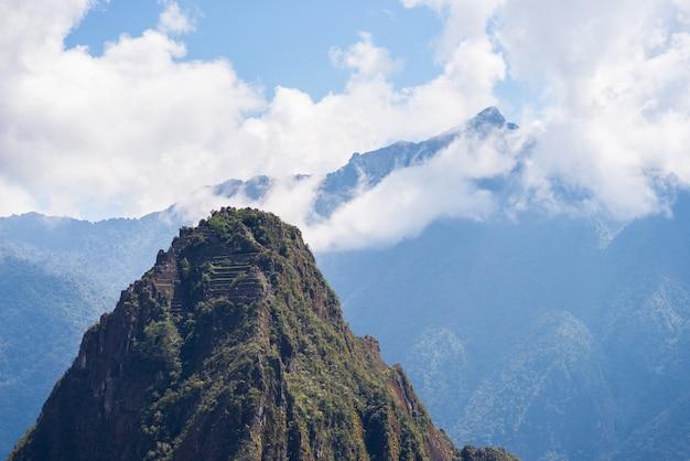 Bergspitze wayna picchu über machu picchu, peru Premium Fotos