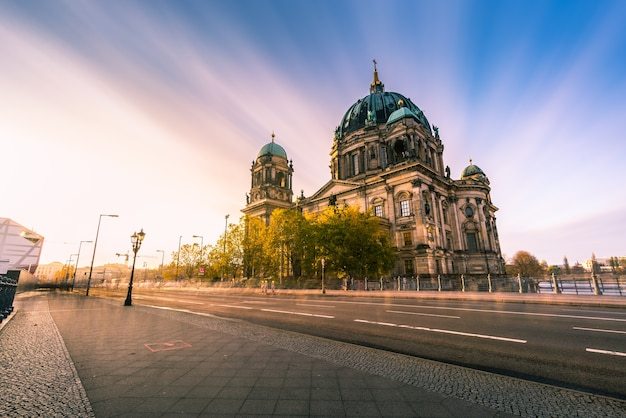 Berliner dom ohne menschen gegen himmel Premium Fotos