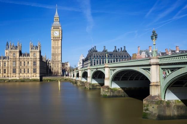 Berühmte ansicht von big ben und houses of parliament, london, uk Kostenlose Fotos