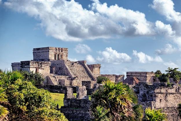 Berühmte historische ruinen von tulum in mexiko im sommer Premium Fotos