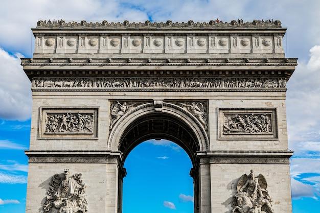 Berühmter historischer triumphbogen in paris, frankreich Kostenlose Fotos