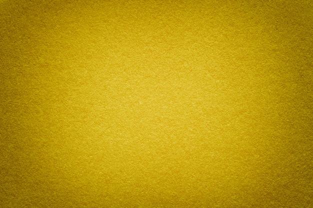 Beschaffenheit des alten goldenen papierhintergrundes, nahaufnahme. struktur aus dichter pappe. Premium Fotos