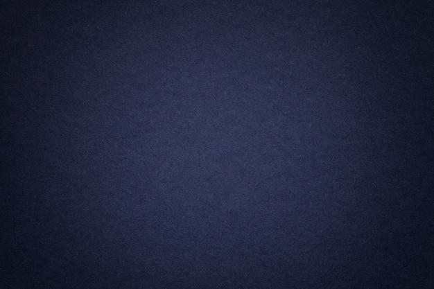 Beschaffenheit des alten hintergrundes des blauen papiers der marine, nahaufnahme. struktur aus dichter pappe. Premium Fotos