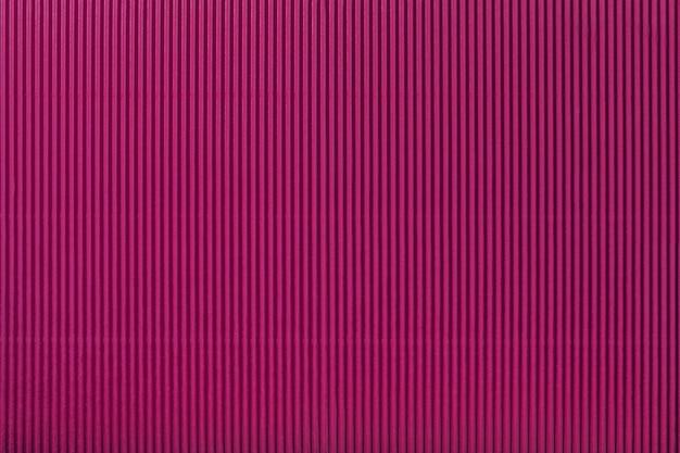 Beschaffenheit des gewölbten purpurroten papiers, makro. streifenmuster Premium Fotos
