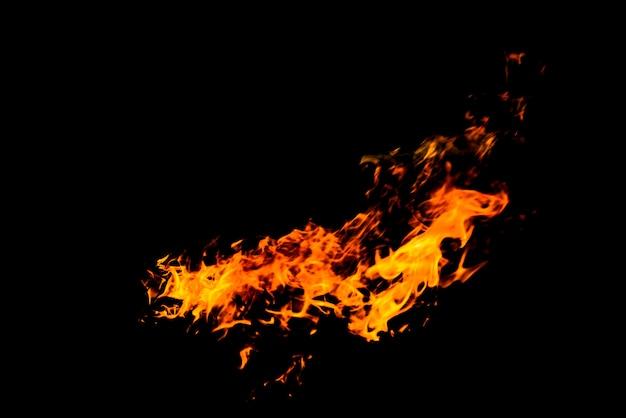 Beschaffenheit von feuerflammen auf schwarzem hintergrund Premium Fotos