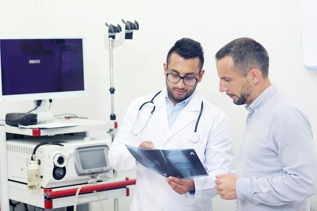 Besprechung des röntgenbildes Kostenlose Fotos