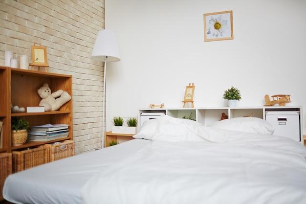 Bett im schlafzimmer Kostenlose Fotos