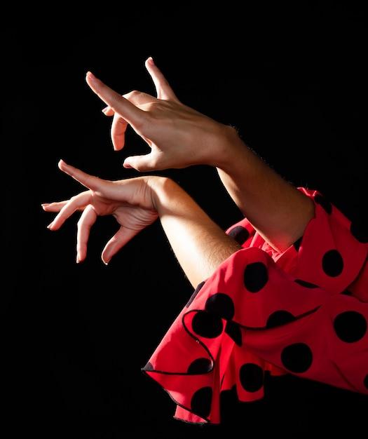 Bewegliche hände der nahaufnahme flamencafrau Kostenlose Fotos