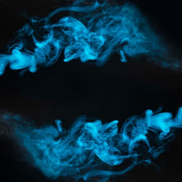 Bewegung des blauen rauches auf schwarzem hintergrund Kostenlose Fotos