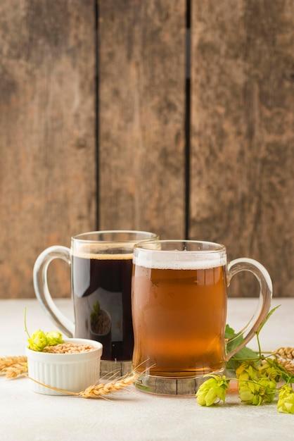Bier und weizensamen anordnung Kostenlose Fotos