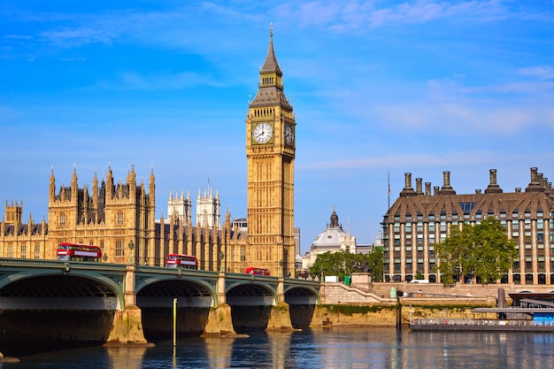 Big ben clock tower und die themse london Premium Fotos