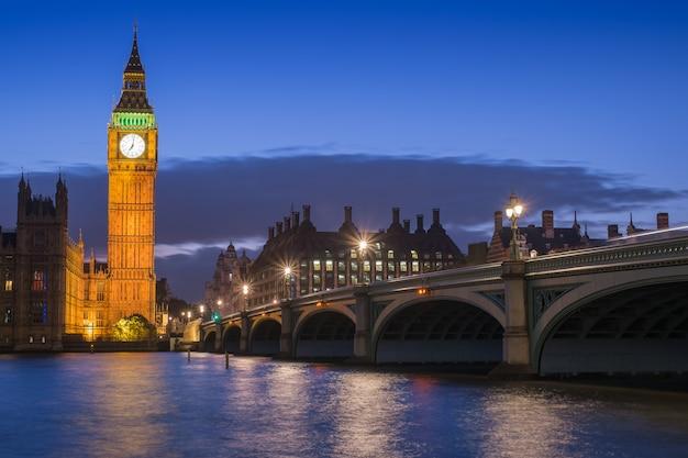 Bigben und parlamentsgebäude in london england, großbritannien Premium Fotos