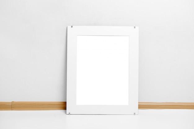 Bild einer aufwändigen weißen rahmenmodell-szenenmalerei Premium Fotos