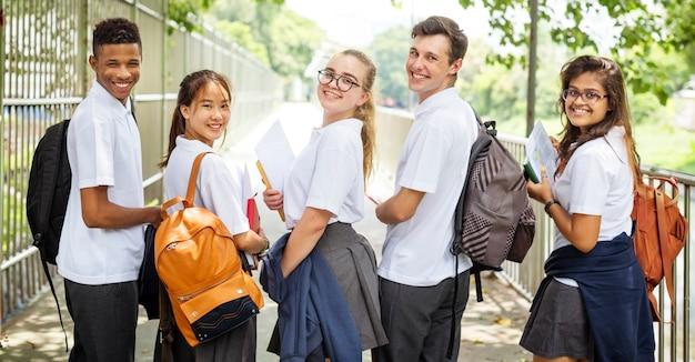 Bildungs-studenten-leute-wissens-konzept Premium Fotos