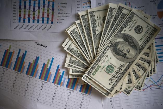 Billie-dollar mit business-grafik Kostenlose Fotos